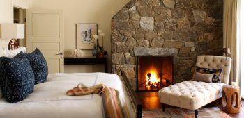 1-semineu-mare-din-piatra-naturala-interior-dormitor-rustic